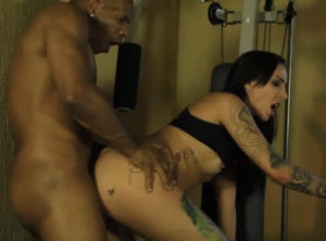 Su entrenador personal le hace un anal