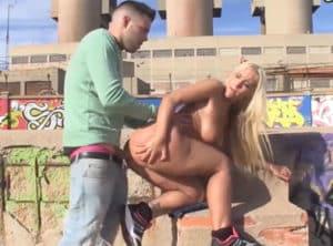 Sexo en la playa con su novia argentina