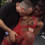 imagen Stripper se liga al guardia de seguridad