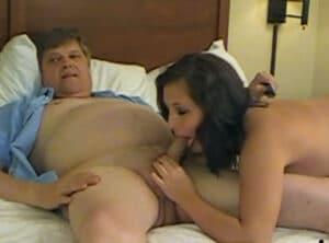 Grabando un video porno con su propia nieta