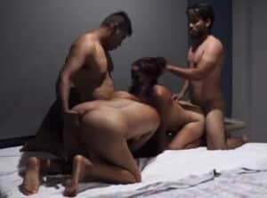 De trio de lesbianas a follada en grupo