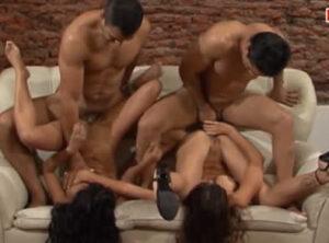 Grabando escenas porno con chicas latinas