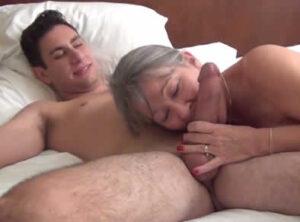 Su futura suegra lo visita en la cama